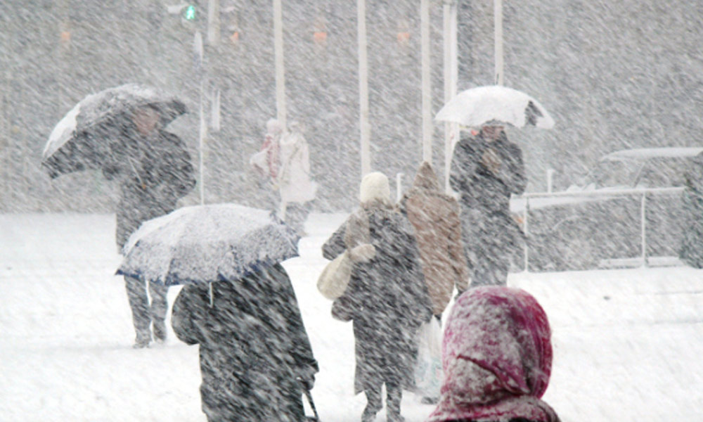 your business needs stay healthy this winter - people walking down a city street in a blizzard